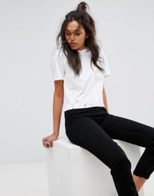 Calvin Klein Jeans – Haut court avec logo sur le bas – Blanc
