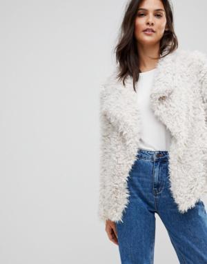 Vero Moda – Manteau en fausse fourrure pelucheuse – Blanc