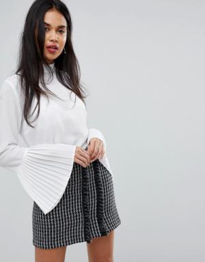 Sisley – Blouse transparente avec lien à l'encolure et manches plissées – Blanc